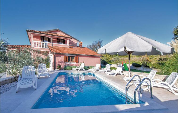 Holiday cottage with 4 bedrooms on 126 m² in Livaki