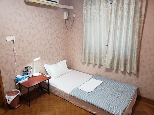Cozy room close to shopping center. Yankin area.