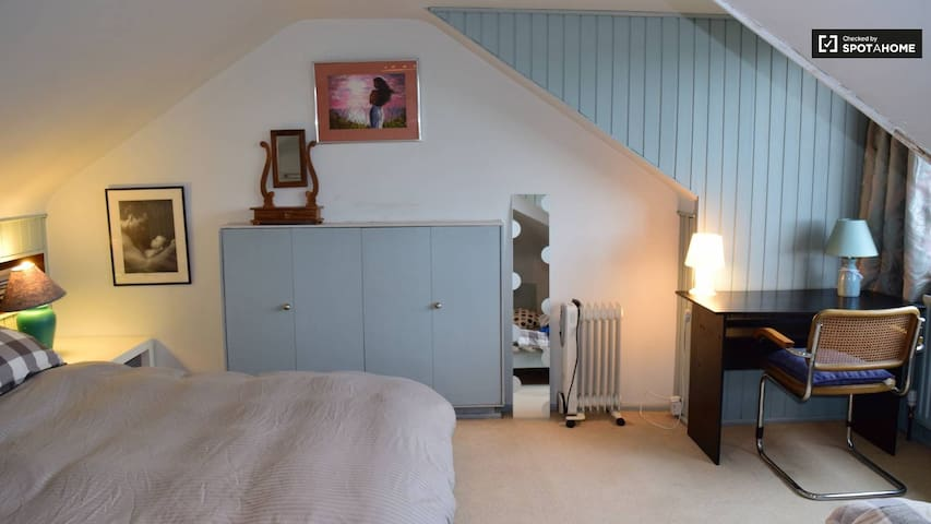 Single or double room in bright attic (stairs).