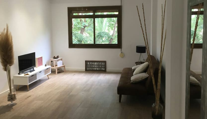 Bright central private apartment with WiFi