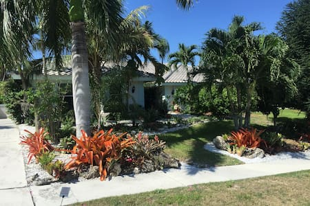RELAX IN SECLUDED 1/2 ACRE BOTANICAL GARDEN - Marco Island