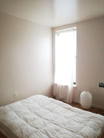 SUN-KISSED BEDROOM IN BROOKLYN (WOMEN ONLY)