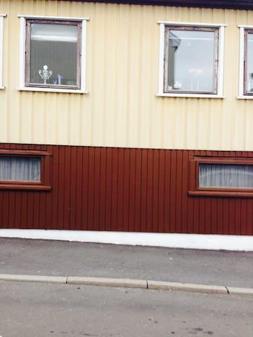 Et hyggeligt hus i centrum