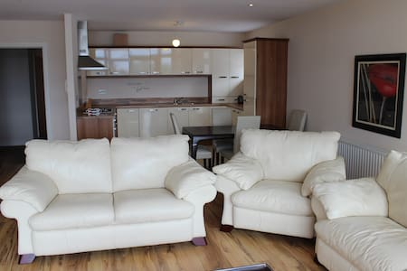 Stunning  Large 2 Bed Apartment with River views - Huoneisto