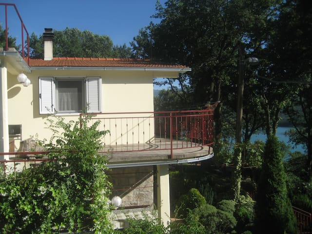Apartment Cvitini dvori with terrace - Vrlika - Byt