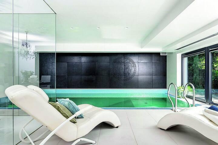 Modern Villa with salted Pool / Sauna / Garden 4BEDR