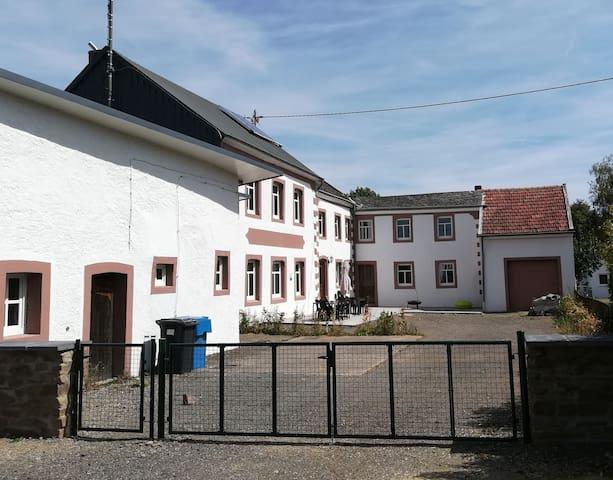 Südeifel Familien- u. Gruppen-Ferienhaus <30 Gäste