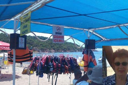 Ayvalık-Badavut Denize 50 mt Villada tam kat