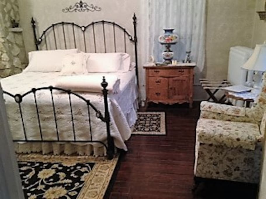 The La Famille Suite, Features a king size iron bed, private bath w/whirlpool tub for two, and a sun porch. The sun porch features a queen size bed and lovely sitting area.  $135.00 a night with breakfast, $115.00 a night without breakfast. Weekly rate without breakfast is $400.00 Monday/Thursday.