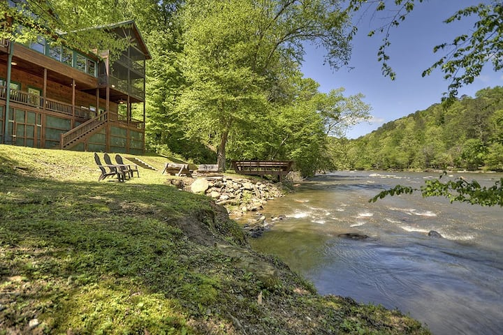 Edgewater is perfect for Large group with fishing dock on the river, hot tub