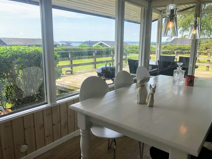 Lovely Summer Cottage with Seaview. 5,5  persons.