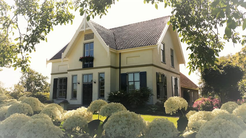 A double room in a small B & B - Haastrecht - Bed & Breakfast