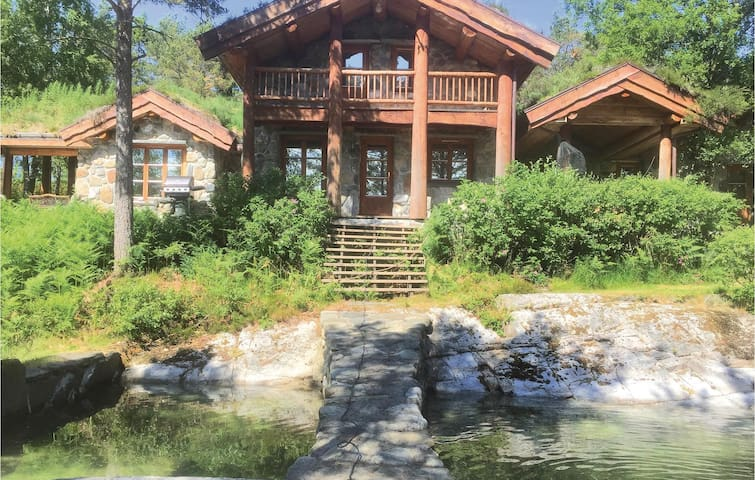 Holiday cottage with 5 bedrooms on 212m² in Skåla
