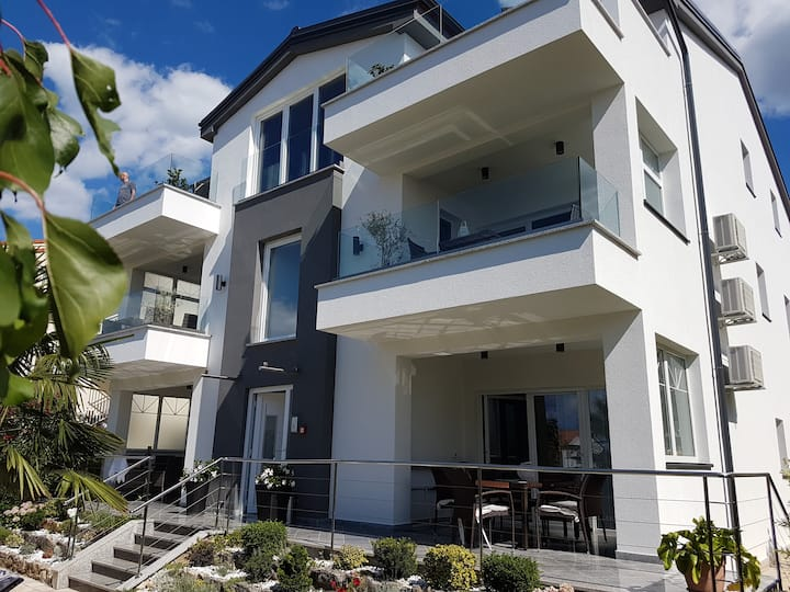 Apartment6- 4*, modern, sea view, 2020 renovated