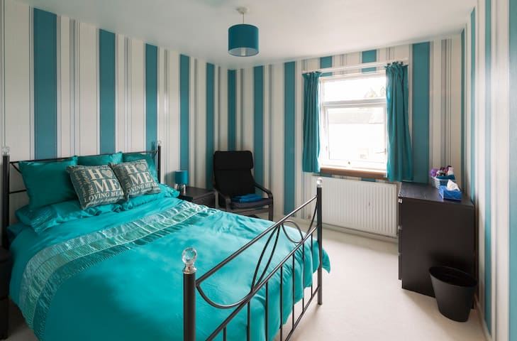 Comfortable double room in a semi-detached house