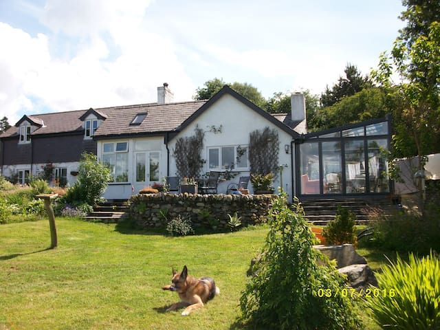 Snowdonia cottage with great views 4