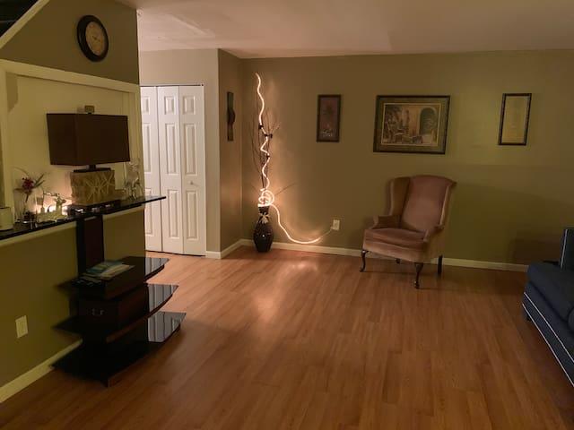 Homey quiet Environment Spacious master bedroom