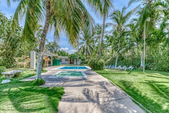 New listing! Relaxing Villa w/ shared pool & great location, access to the beach