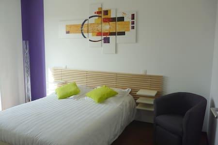 Chambre lumineuse, moderne au calme - Rieux-Volvestre - Hus
