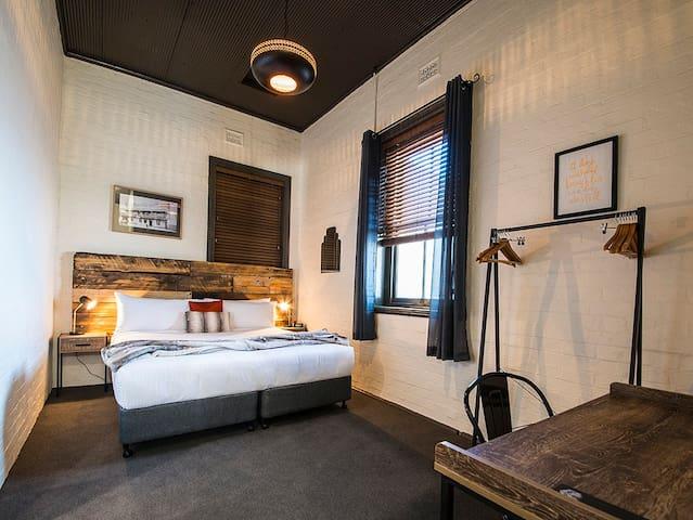 Bedroom 2 - King Bed or 2 King Singles.