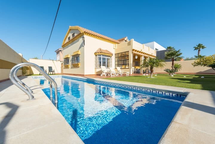 Stunning Villa for rent with private pool