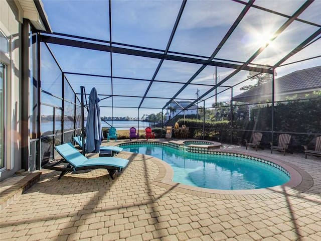 Spacious, Beachfront Home, Stunning Views, Private Pool
