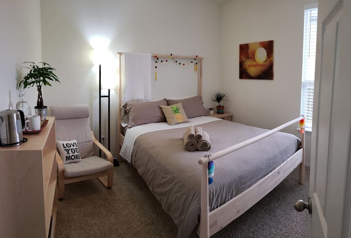 Cozy Private Bedroom Near Airport & COTA