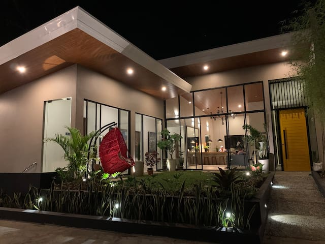 The Great Molave Bed and Breakfast SAFFRON RM1
