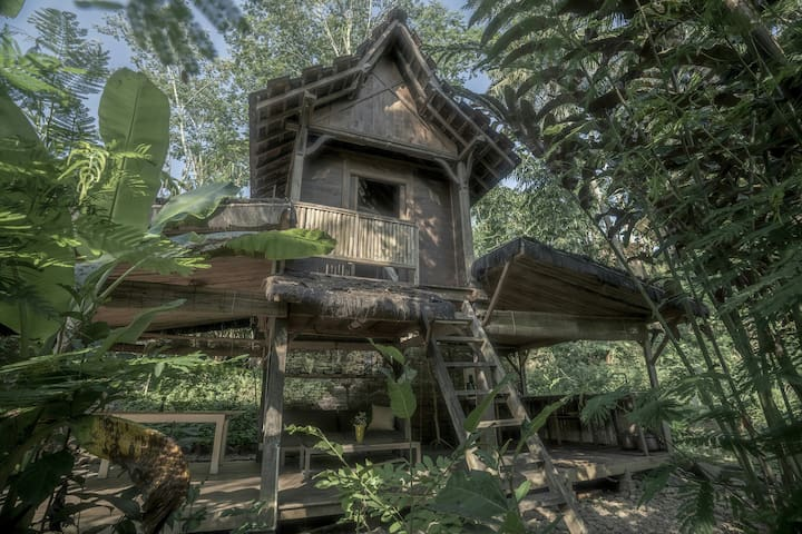 Jungle Sitinggil riverside hut.Private bedroom2pax