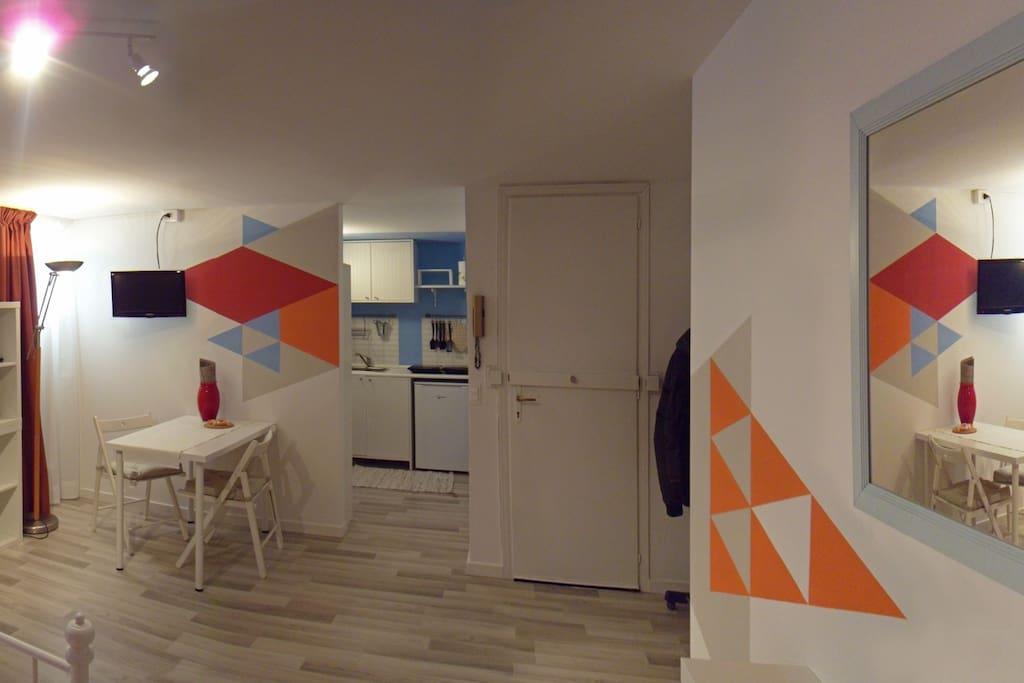 Panoramica 2 interno: ingresso, zona pranzo e cucina