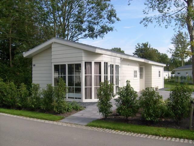 3-Room Chalet in Halfweg (400.13)