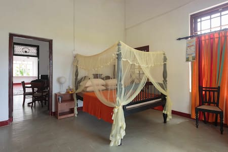 Beautiful antique home on the river - Kalutara - House