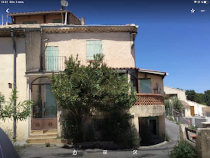 Maison Provençale à VENELLES le Haut.