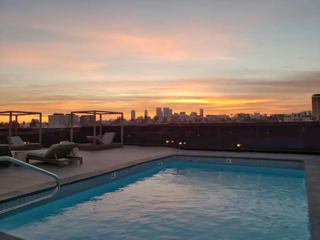 Luxirious 3bd+Beverly Hills+Rooftop Pool+2 parking
