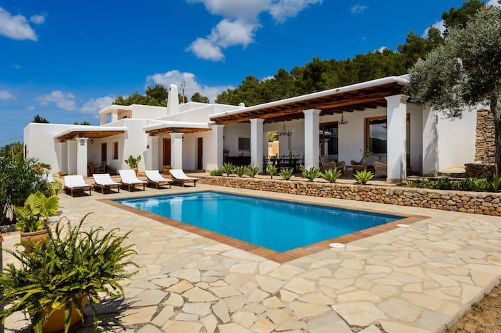 Villa con aria condizionata, piscina, terrazza e Wi-Fi