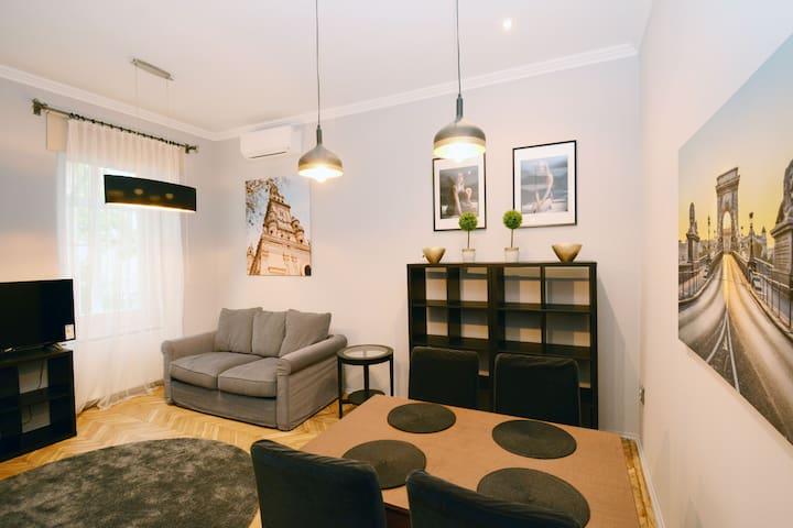 Ravenscourt One Bedroom Apartment with AC