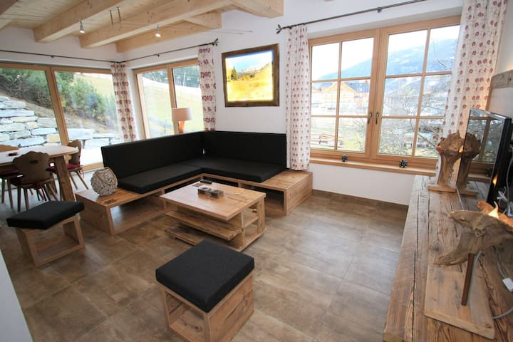 Chalet in Sankt with artistic interiors & Ski Piste View