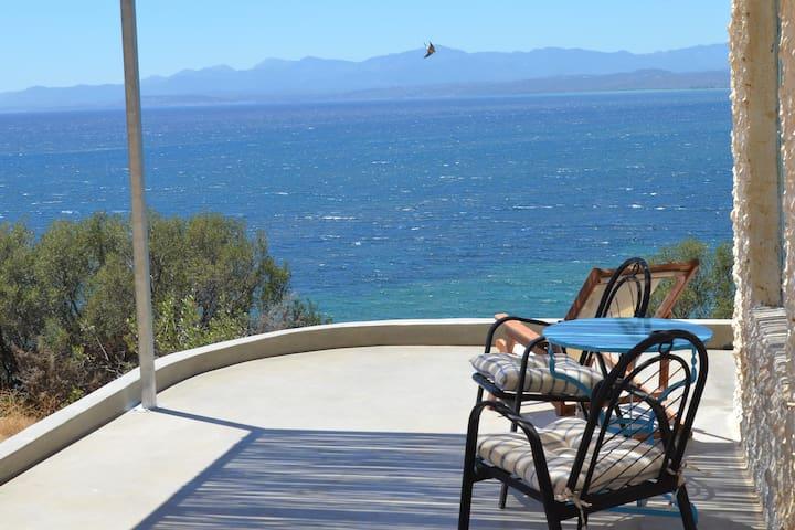 Seaside Suite next to the beach near Monemvassia