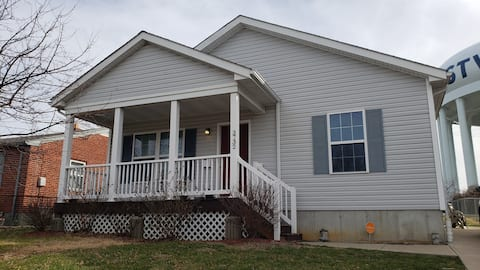 3 Bedroom Home | 15 minutes to  Downtown