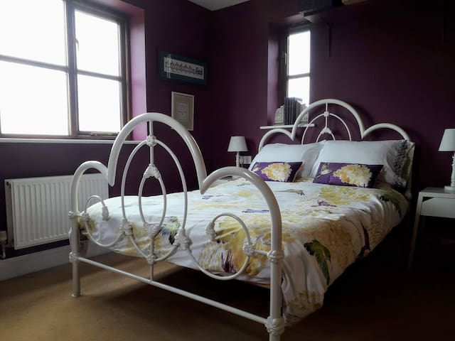 Farm stay-Double room with stunning country views