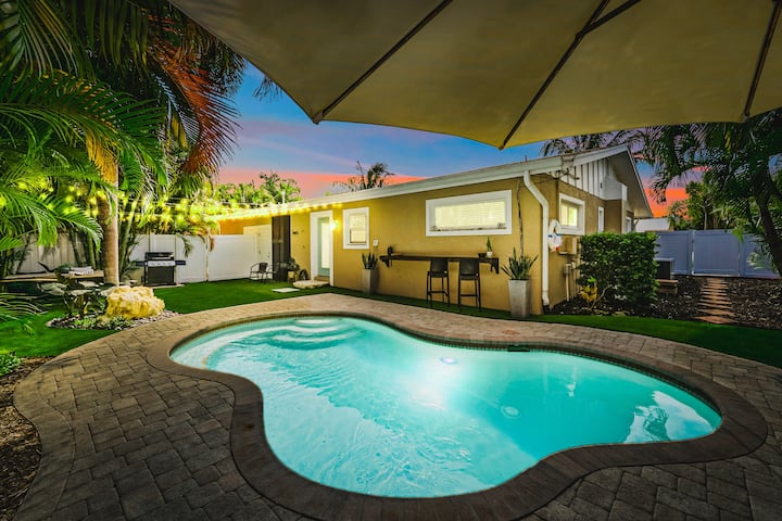 Gorgeous Home, Close to Beach w/Private Pool!