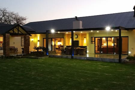 Mockford cottage, 2 double bed ensuite rooms. - Polokwane - Lägenhet