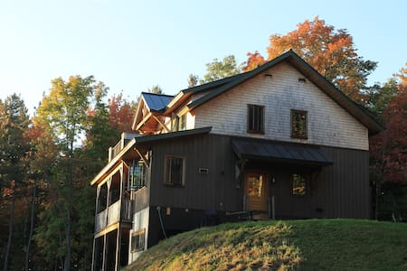 Artfully Crafted Mountain Home - Hinesburg - 一軒家