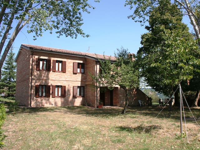 Villa with large garden in Sarnano - Sarnano