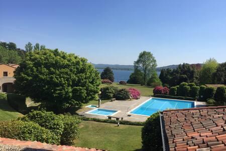 Silenzio, relax e piacere sul lago Maggiore - Lesa - Ferienunterkunft