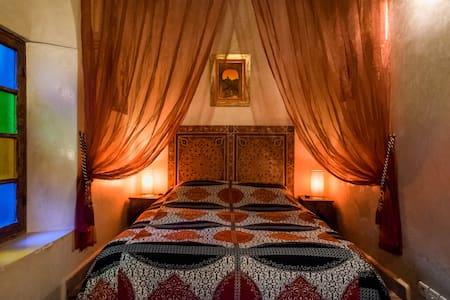 Suite rose baignoire jacuzzi - salé - Bed & Breakfast