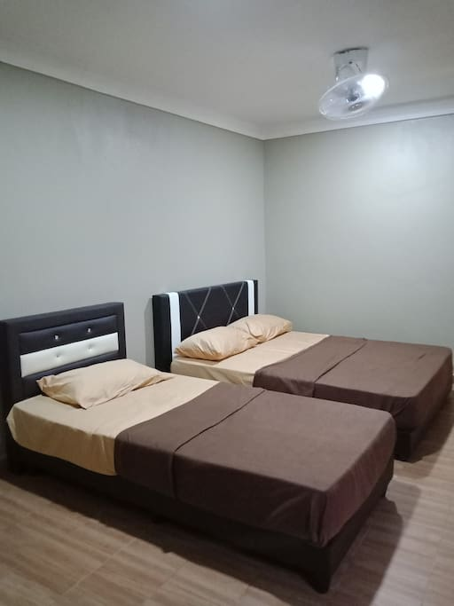 Room 4 - Price RM100 - TV - air conditioned - 1 queen bed - 1 single bed - ceiling fan - private bathroom