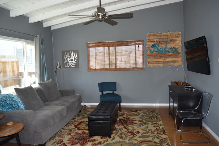 Npt Family Bungalow as 2br or 1 bdr special offer - Newport Beach - Appartement