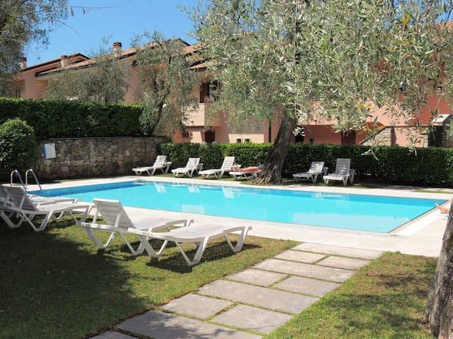 Appartamento Athena 2/4 p. con piscina vista lago - Brenzone - Apartment