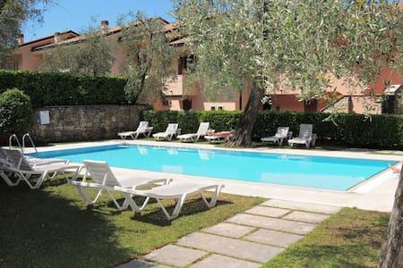 Appartamento con piscina vista lago - Brenzone - อพาร์ทเมนท์